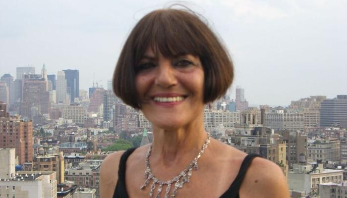 Lois-Holzman-1024x768-700x400