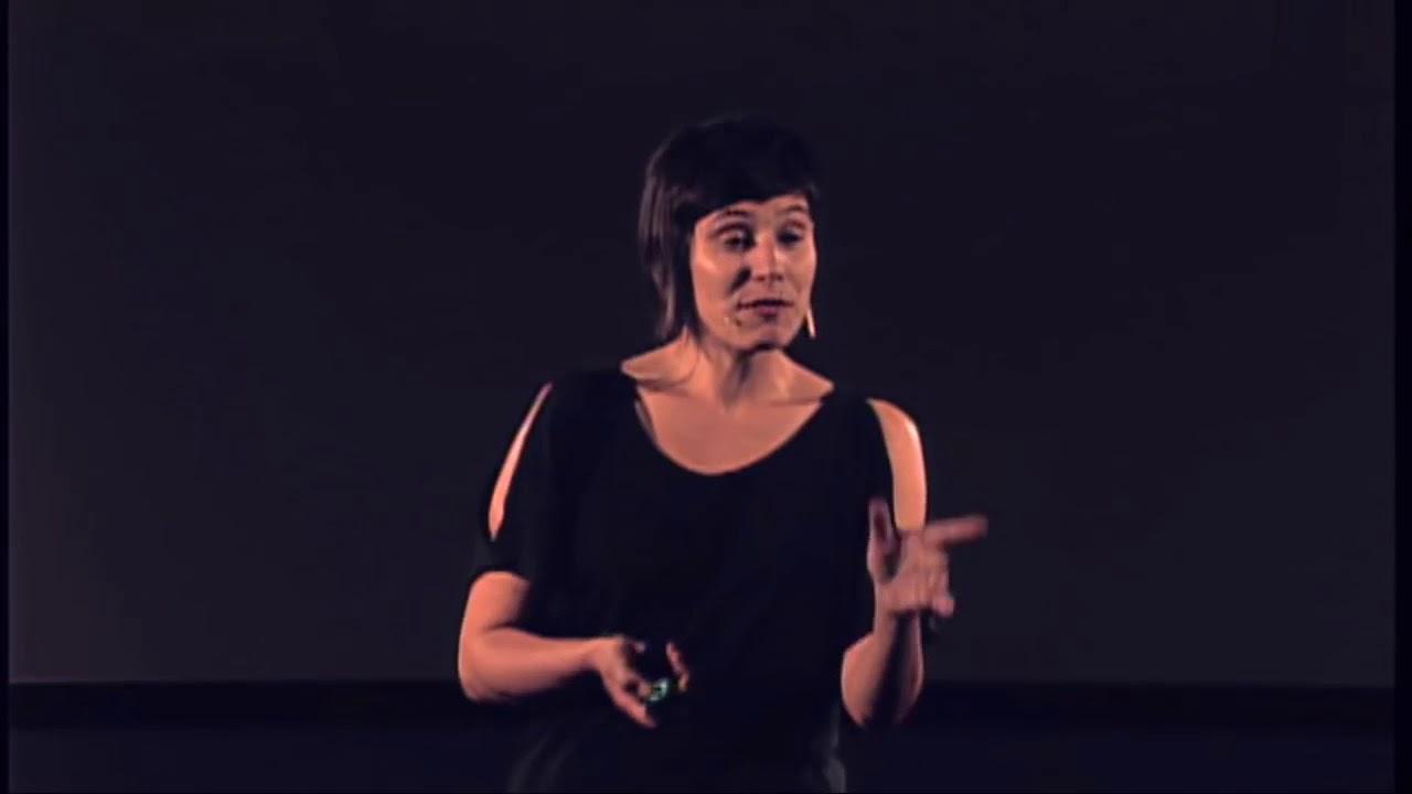 """Buenos días!  Emocionados de compartir con nuestra comunidad hispanohablante la plática de nuestra directora: """"Performance Activism: Cambia el mundo sin cambiar lo que haces"""" ahora con subtítulos.  Haz click en el siguiente link para conocer más sobre cómo el performance activism ha moldeado nuestro trabajo."""